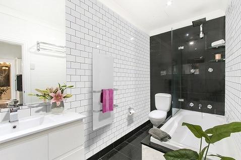 Glashandtuchheizung für moderne Badezimmer