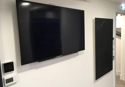 Eine praktische und elegante Tafelheizung für jedes Büro.