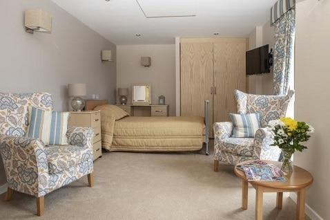 Deckenpaneele sind platzsparend und sicher für Bewohner von Pflegeheimen